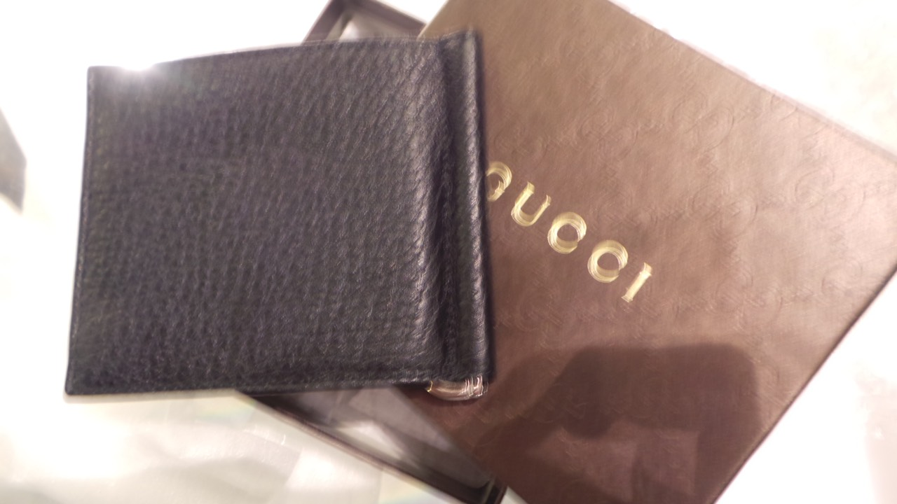 af75e76185b6 รุ่น : Gucci Soho leather money clip wallet